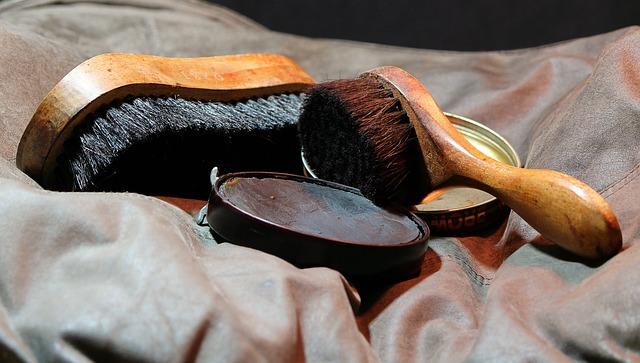 革靴の手入れの道具