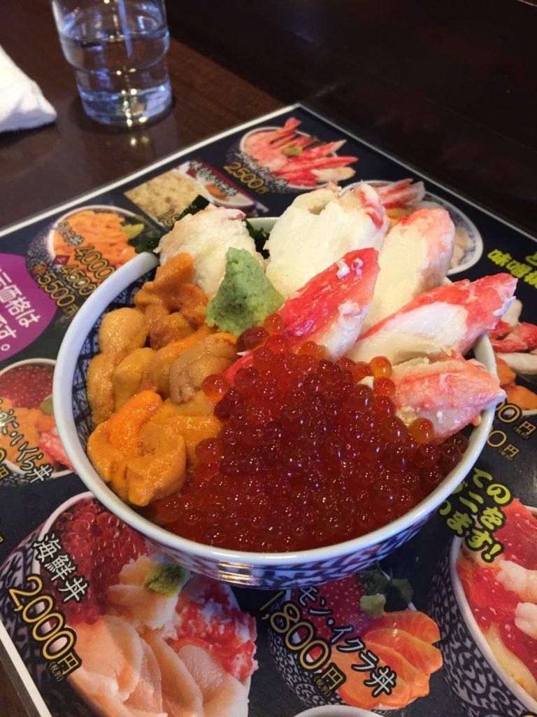 澤崎水産の海鮮丼